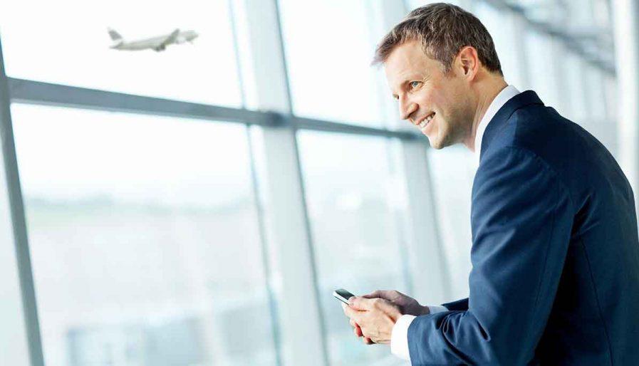 Geschäftsmann am Flughafen